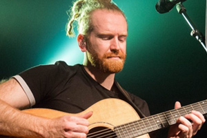 Assembly Hall Theatre : Forum Nights: Newton Faulkner