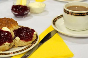 Spa Valley Railway : Cream Tea on the Train